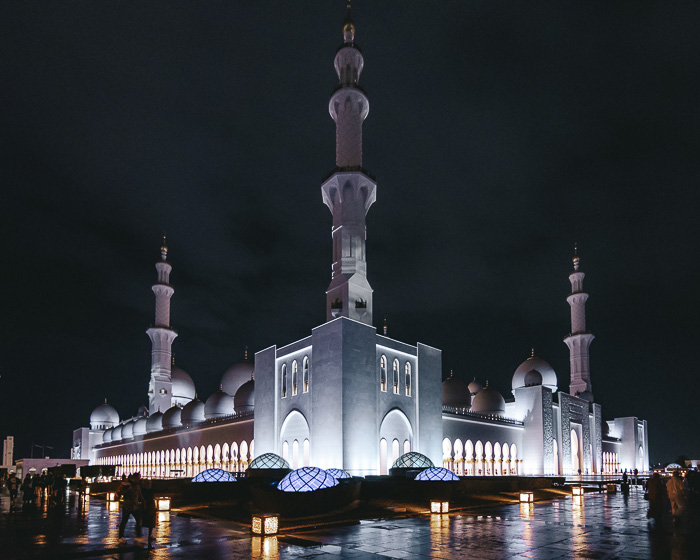 Abu Dhabi Sheikh Zayed grand mosque by Dancing the Earth