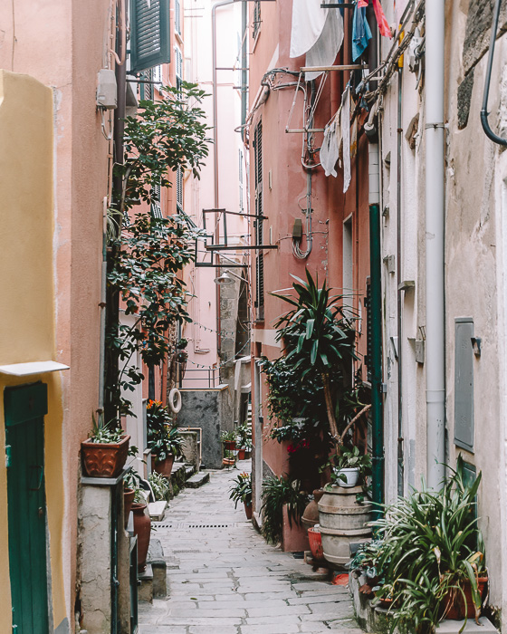 backstreet of Vernazza, Liguria and Cinque Terre travel guide by Dancing the Earth